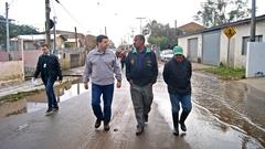 Vereador ouviu a população afetada pelas enchentes nas ilhas. Foto: Marco Pecker