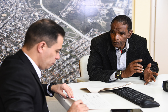 Cece - Visita ao gabinete do secretário municipal de Infraestrutura e Mobilidade (SMIM), Elizandro Sabino. Na foto, o vereador Tarciso Flecha Negra, presidente da Cece, com o secretário. (Foto: Ederson Nunes/CMPA)