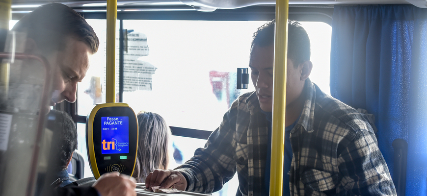 Hoje os ônibus devem operar com motorista e cobrador