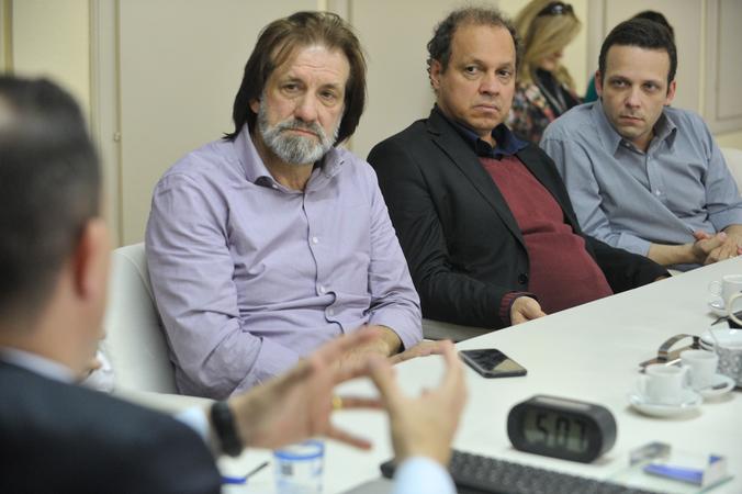 Reunião sobre possíveis mudanças no transporte coletivo, como a baldeação da Linha Herdeiros e de outras oito linhas da região de Porto Alegre. Na foto, os vereadores Aldacir Oliboni e Paulinho Motorista e o presidente da EPTC, Marcelo Soletti (à dir.).
