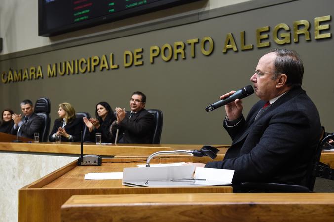 Tribuna Popular: homenagem à Semana Municipal da Pessoa com Deficiência. Na foto, ao microfone, o vereador Paulo Brum.