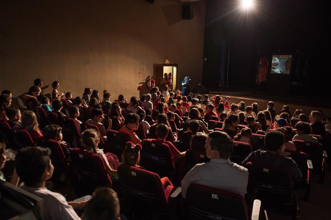 """Espetáculo """"É Proibido Miar"""" na III Mostra de Artes Cênicas e Música do Teatro Glênio Peres."""