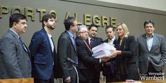 Documento entregue pelo Procon reúne mais de 12 mil reclamações.