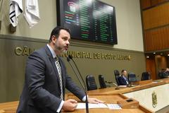 Projeto propõe liberar mesas na calçada sem que a prefeitura precise autorizar