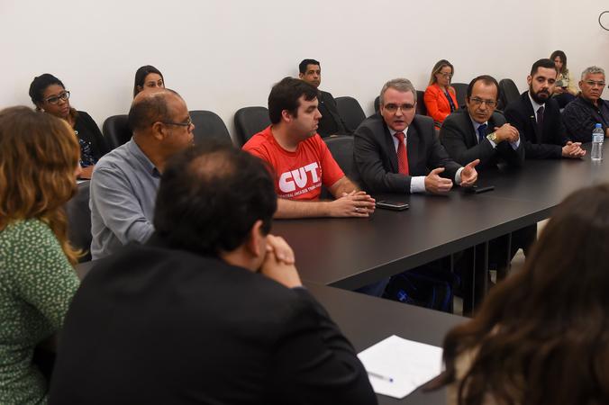Instalação da Comissão Especial para discutir os projetos do Executivo em relação ao funcionalismo municipal. Na foto representantes das entidades de classe dos servidores