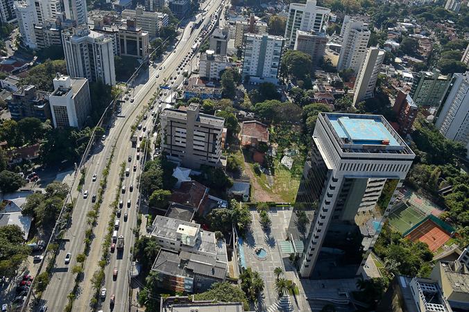 Vista aérea da cidade de Porto Alegre.