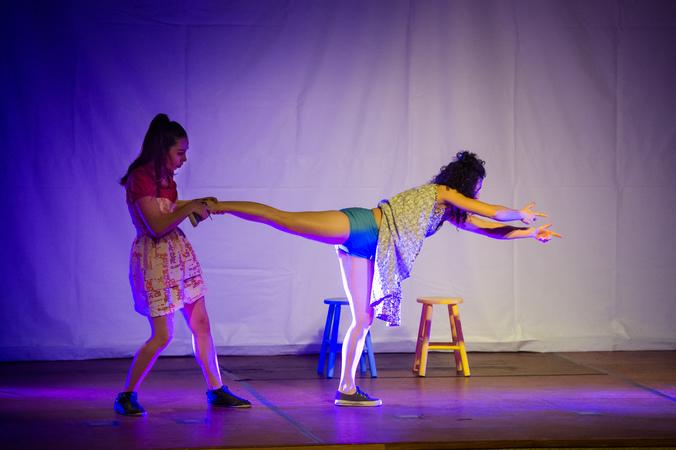 """Espetáculo """"Umas e Outras"""" na III Mostra de Artes Cênicas e Música do Teatro Glênio Peres"""