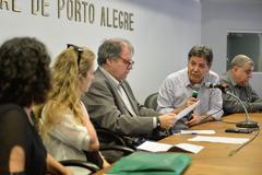 Reunião Conjunta CEDECONDH/CUTHAB sobre os condomínios e a segurança pública no extremo sul. Na foto, o vereador Cassiá Carpes (ao microfone).