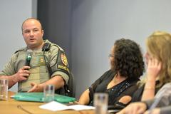 Reunião Conjunta CEDECONDH/CUTHAB sobre os condomínios e a segurança pública no extremo sul. Na foto, o capitão da 21º BPM, Fabrício Rocha da Silveira (ao microfone).