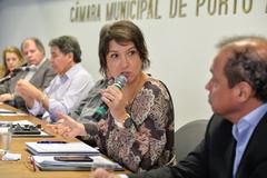 Reunião Conjunta CEDECONDH/CUTHAB sobre os condomínios e a segurança pública no extremo sul. Na foto, a vereadora Comandante Nádia.
