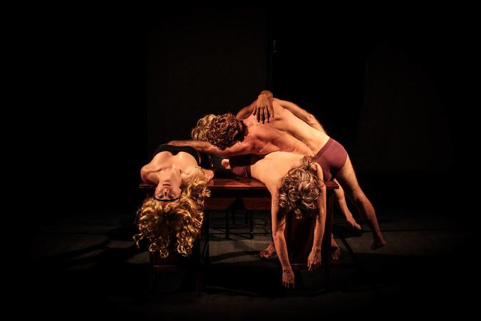 III Mostra de Artes Cênicas e Música do Teatro Glênio PeresEspetáculo IN/Compatível?, da Cia. de Dança Eduardo Severino.