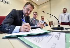 Propostas terminativas são aprovadas nas comissões, conforme norma da CMPA. Na foto os vereadores Mendes Ribeiro, Márcio Bins Ely e Luciano Marcantônio (Foto arquivo)