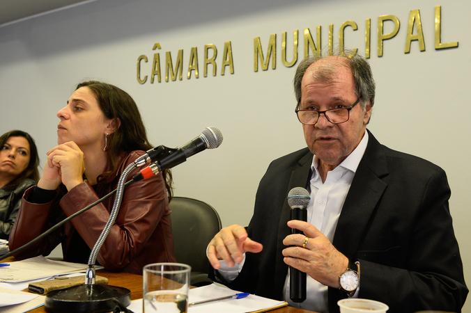 Reuinião para discutir questões relacionadas ao Projeto de Lei Complementar do Executivo nº 017/16, que versa sobre a criação de Áreas Especiais de Interesse Social em Porto Alegre. Na foto, o vereador Dr. Goulart.