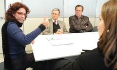 Denise (E) recebeu os vereadores quevisitaram órgão de saúde Foto: Elson Sempé Pedroso