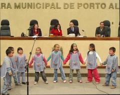 Crianças participaram de ato para homenagear Aldeia da Fraternidade Foto: Kaiser Konrad