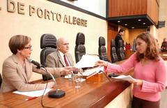 Vereadores votaram relatório elaborado por Neuza Canabarro (sentada) Foto: Elson Sempé Pedroso