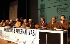 Goulart (2º da dir. para esq.) participou de evento sobre problemas com álcool Foto: tonico alvares
