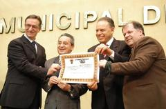 Pinto, Nereu, Gadret e Goulart durante homenagem ao Jornal O Sul Foto: Caroline da Fé