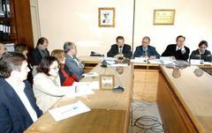 Nedel (centro, ao fundo) admitiu que lei poderá sofrer alterações Foto: tonico alvares