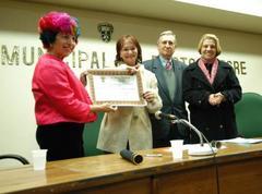 Esther Grossi (e) recebeu distinção da Câmara Municipal da Capital  Foto: Caroline da Fé