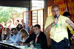 Acosta, ao microfone, pediu a abertura de rua projetada na região Foto: Camila Domingues