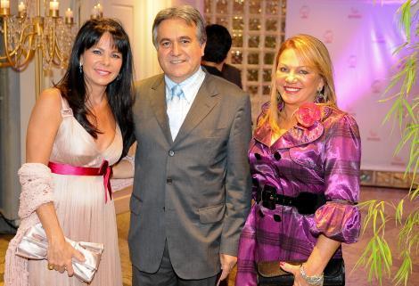 Nelcir e Suzana Tessaro com a presidente do Imama Maira Caleffi (e) Foto: Tonico Alvares
