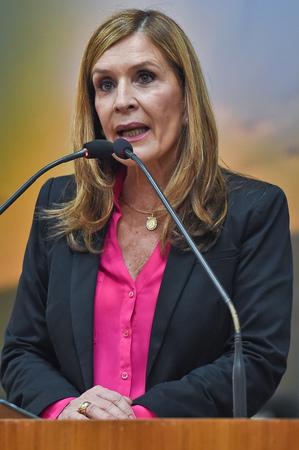 Vereadores suplentes se despedem no plenário devido ao retorno dos vereadores titulares. Na foto: Vereadora Mônica Leal