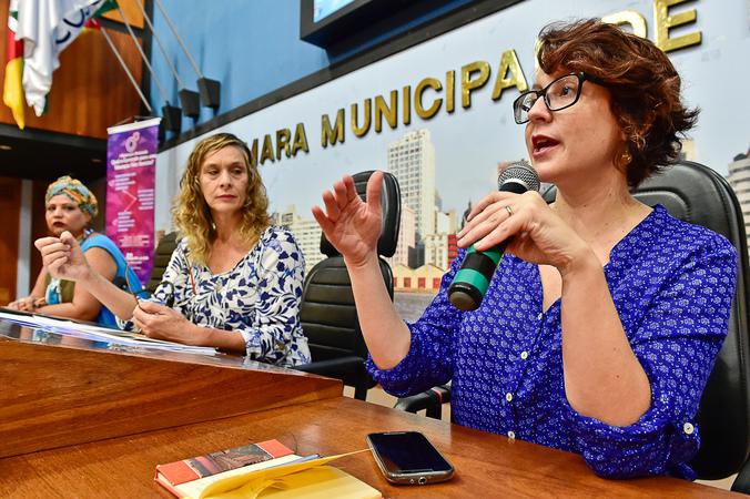 Seminário Nacional: Qual o currículo para uma educação não sexista? Presentes: Doutora em história Natália Pietra Méndez