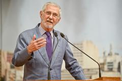 Ibsen Pinheiro começou sua trajetória política na Câmara de Porto Alegre nos anos 70
