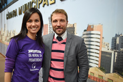 Vereador Mendes Ribeiro com Denise Suguitani, da ONG Prematuridade (Foto arquivo)