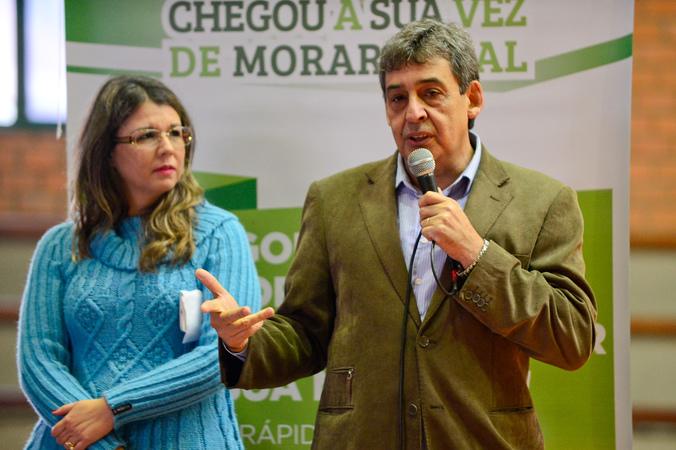 Solenidade de entrega dos contratos firmados entre DEMHAB e mutuários do Jardim do Bosque. Na Foto: Vice-prefeito de Porto Alegre, Sebastião Melo