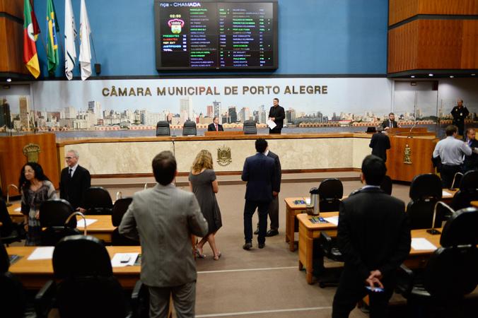 A sessão extraordinária de hoje pela manhã no Plenário Otávio Rocha  Foto: Elson Sempé Pedroso