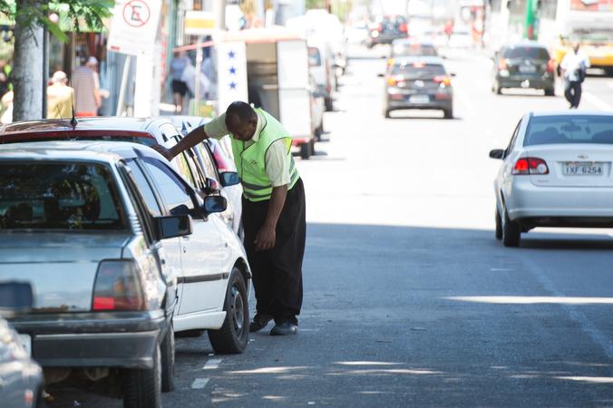 Projeto de Lei sobre o trabalho de guardadores de carros ou flanelinhas