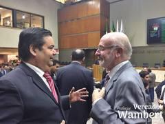 Wambert e Puggina conversam durante sessão plenária que votou o IPTU de Porto Alegre.