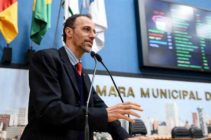 Vereador Marcelo Sgarbossa na tribuna