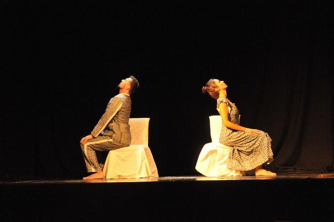 Espetáculo de dança SeteOito - Impermanências. III Mostra de Artes Cênicas e Música do Teatro Glênio Peres.