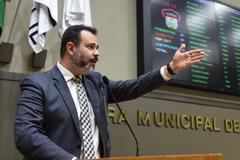 Vereador Ricardo Gomes na tribuna do Plenário Otávio Rocha