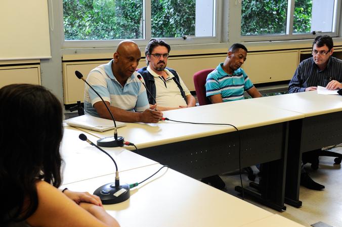 Reunião do Grupo de Trabalho que trata das etapas do Projeto Federal Minha Casa Minha Vida (condomínio Repouso do Guerreiro e outros), constituído a partir de encaminhamento da CUTHAB. Na foto, ao microfone, o síndico do condomínio Repouso do Guerreiro, Paulo Teixeira.