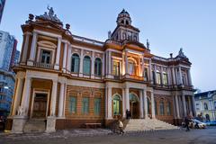 Paço Municipal, sede do Executivo porto-alegrense, está localizado na Praça Montevidéu