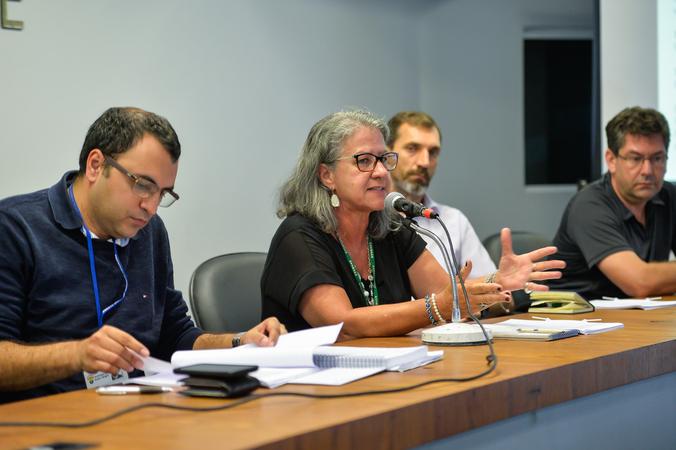 Reunião de encerramento e apresentação do relatório das atividades desenvolvidas pelo Grupo de Trabalho sobre as etapas do Projeto Federal Minha Casa Minha Vida e consequentes desdobramentos. Na foto, a superintendente do DEMHAB, Maria Horácia Ribeiro (ao microfone).