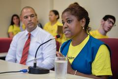 Comissão discute o transporte de crianças portadoras de necessidades especiais. Na foto, a assistente social, Rosicler Nascimento.