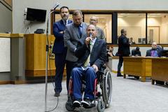 Presidente Cassio Trogildo se despede do cargo de presidência da Câmara. Na foto, o vereador Paulo Brum agradece.