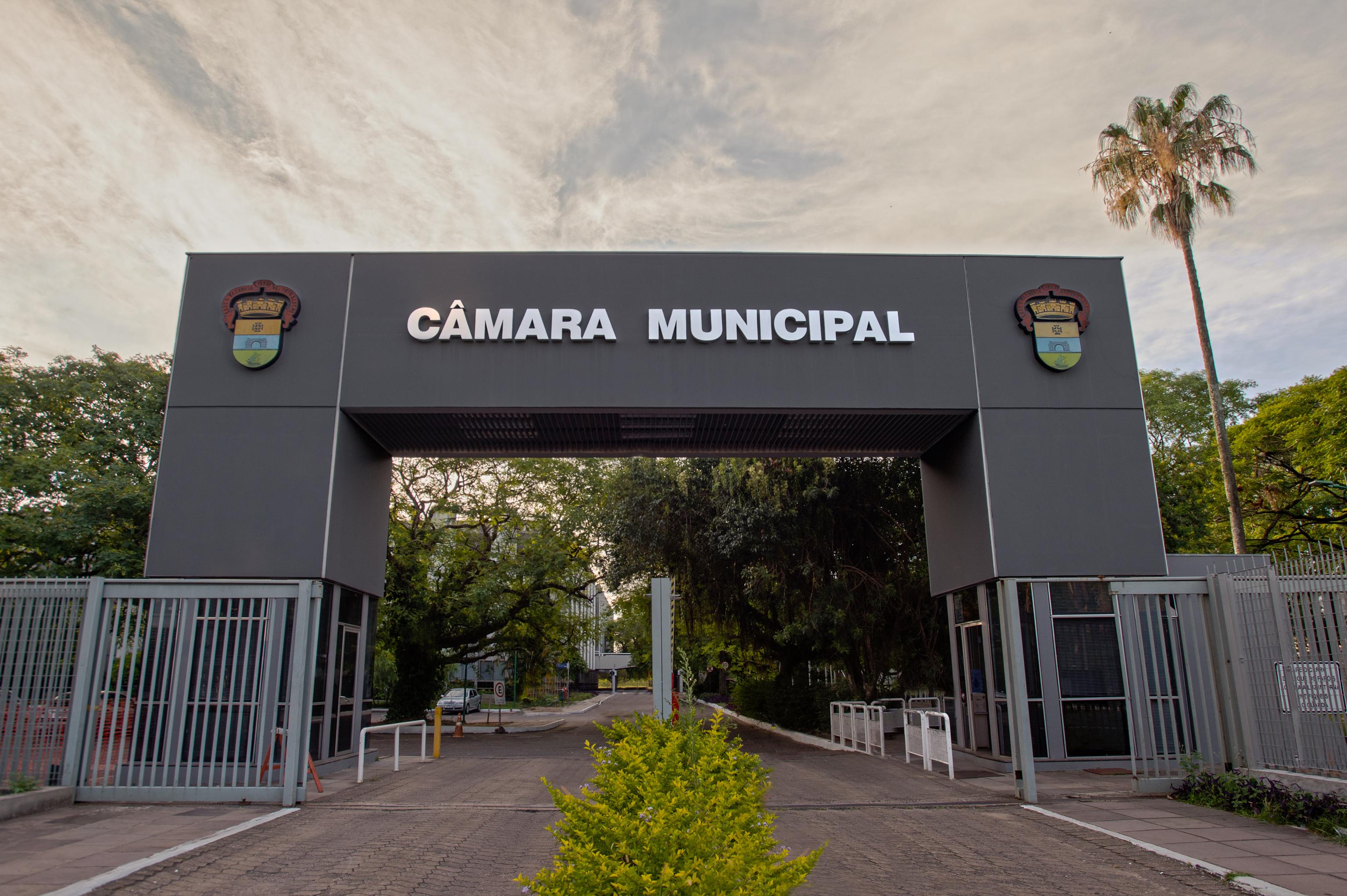 Pórtico de entrada da Câmara Municipal de Porto Alegre