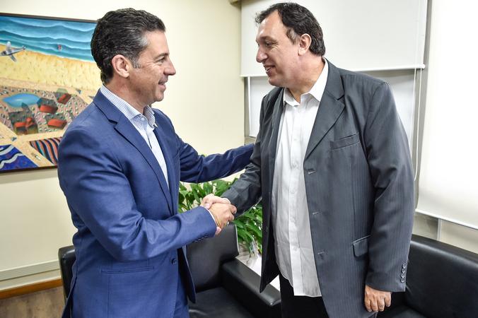 Presidente Valter Nagelstein  recebe a visita do Presidente da União de Vereadores do Brasil, Vereador Gilson Conzatti, do Distrito Fedeal. À esquerda, Gil Almeida, chefe de gabinete da Presidência.