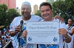Wambert recebeu diploma do presidente da Sociedade Floresta Aurora, Ubirajara Rodrigues.