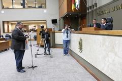 Pedido do vereador Clàudio Janta foi entregue à presidência durante sessão.