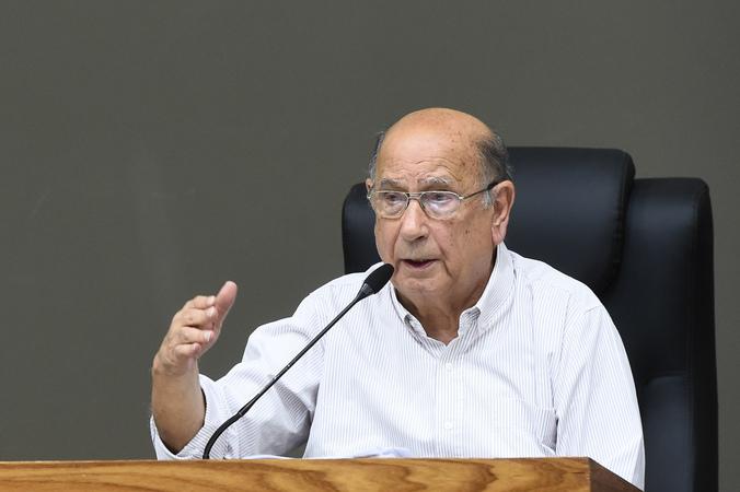 Votação do relatório final da Comissão Especial do Transporte Coletivo. Na foto, vereador Reginaldo Pujol, presidente, ao microfone