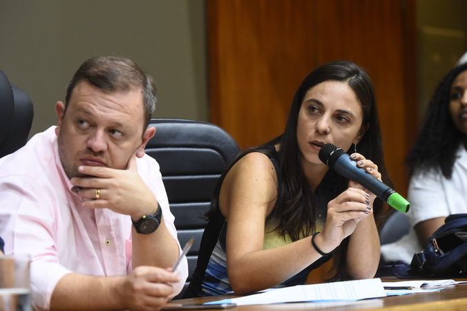 Votação do relatório final da Comissão Especial do Transporte Coletivo. Na foto, vereadora Fernanda Melchionna ao microfone