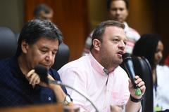 Votação do relatório final da Comissão Especial do Transporte Coletivo. Na foto, o vereador André Carús ao microfone