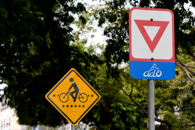 Placas de Trânsito e Sinalização.